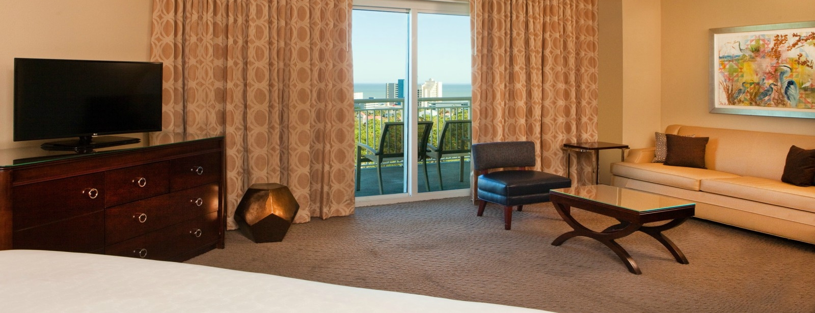 Deluxe Junior Suite | Sheraton Myrtle Beach Convention Center Hotel